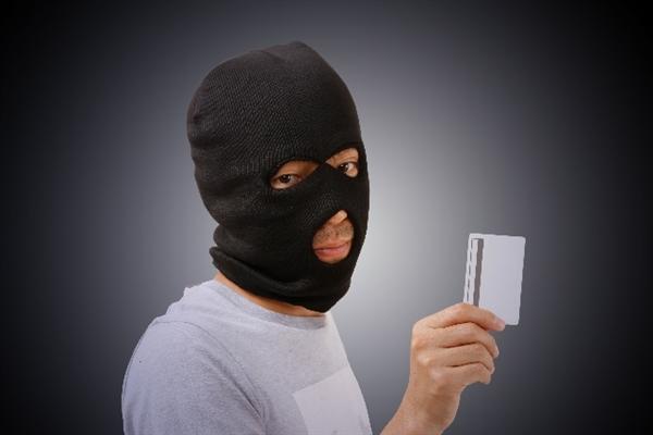 クレジットカードの不正利用を防ぐための身分証提示について